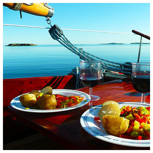 Sailboat dining image for Florida Keys Attractions